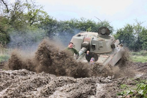 2S1 Grozdilka Deluxe Tank Driving Experience