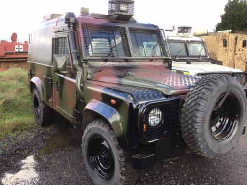 Englishman's Humvee Land Rover 8376